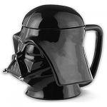 Une tasse avec un couvercle en forme de Dark Vador